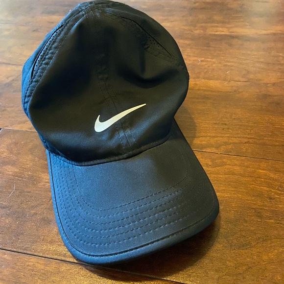 black adjustable nike hat
